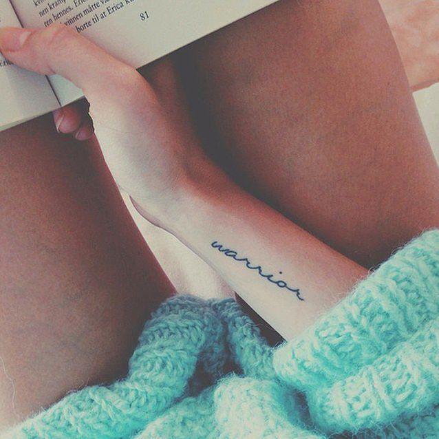Tatouage poignet bras femme