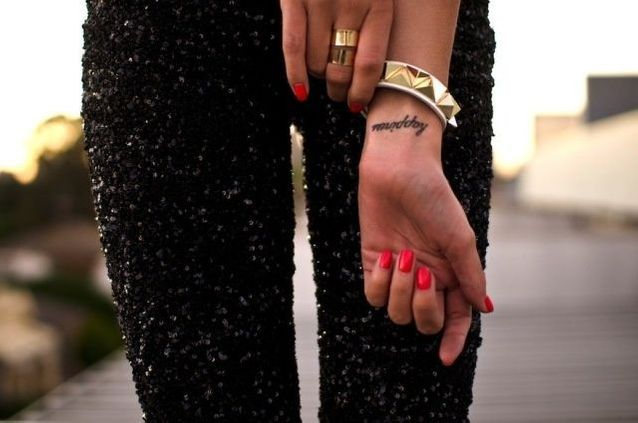 Tatouage poignet délicat