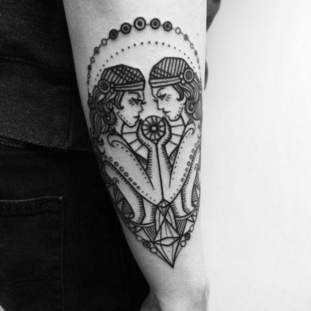 Tatouage signe astrologique gémeaux old school