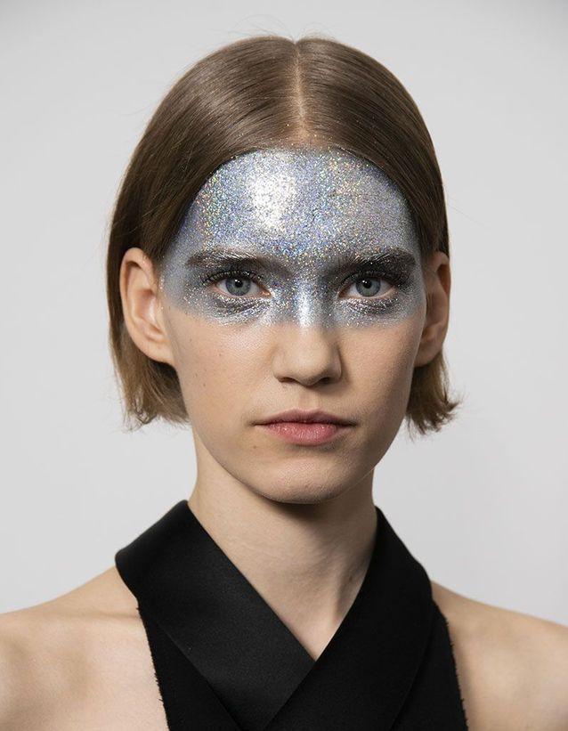 Le maquillage pailleté de Givenchy signé Pat McGrath