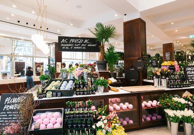Lush : les images incroyables de leur plus grande boutique avec fleuriste, coiffeur et spa !