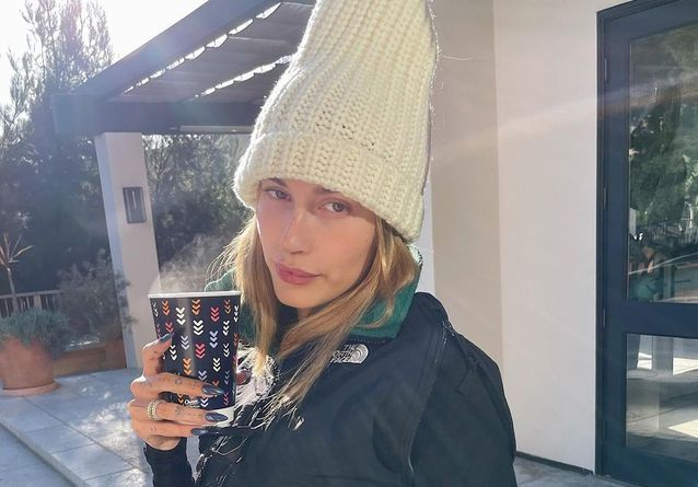 Jennifer Lopez, Hailey Baldwin… Les stars font renaître cette couleur de vernis pour l'hiver