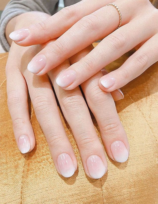 Manucure Baby Boomer sur ongles courts