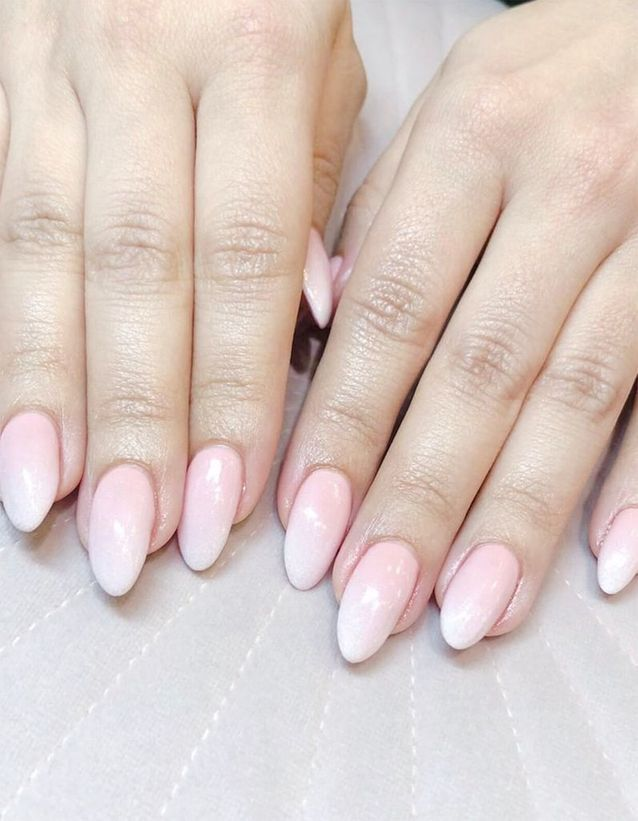 Manucure Baby Boomer sur ongles pointus