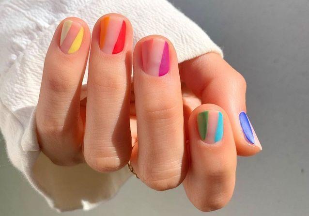 Rainbow nails : la manucure que l'on verra partout cet été