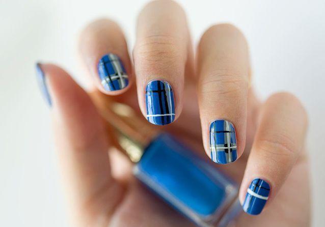Tuto nail art : le tartan bleu