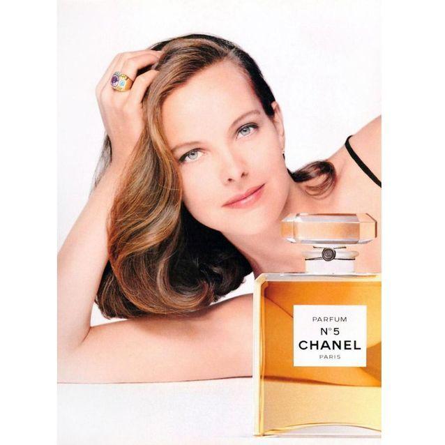 Chanel N°5 incarné par l'actrice Carole Bouquet en 1993, shootée par Patrick Demarchelier