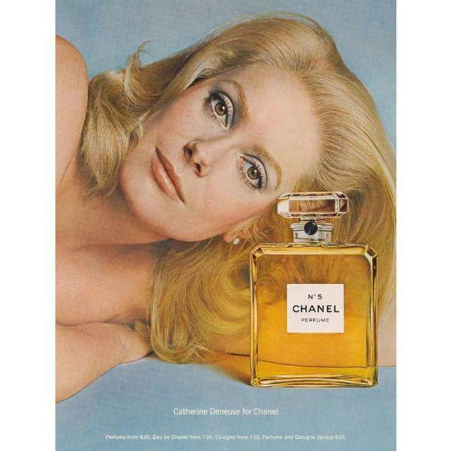 Chanel N°5 incarné par l'actrice Catherine Deneuve en 1973, vue par Richard Avedon