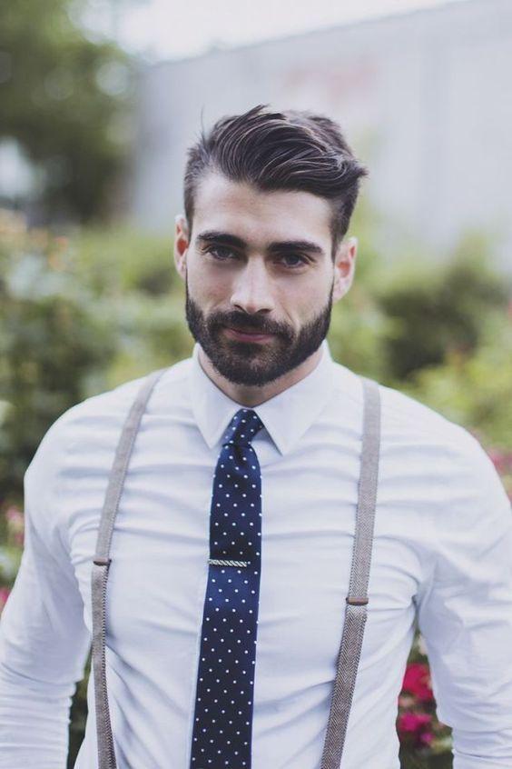 Homme barbu classe