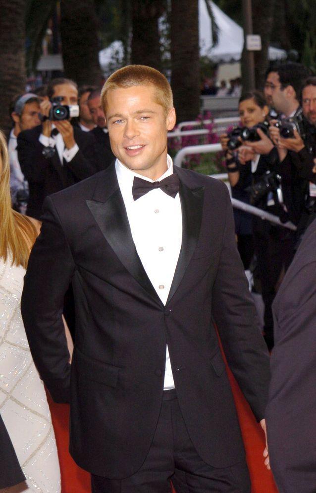 Brad Pitt et son costume en 2004