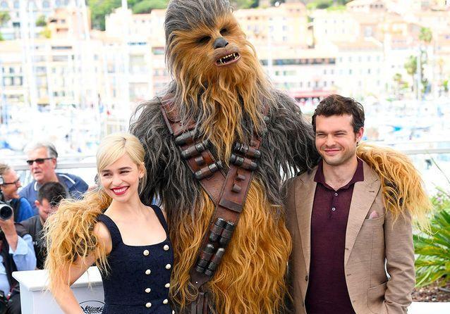 """Cannes 2018 : Chewbacca et l'équipe de """"Solo : A Star Wars Story"""" a débarqué sur la Croisette !"""