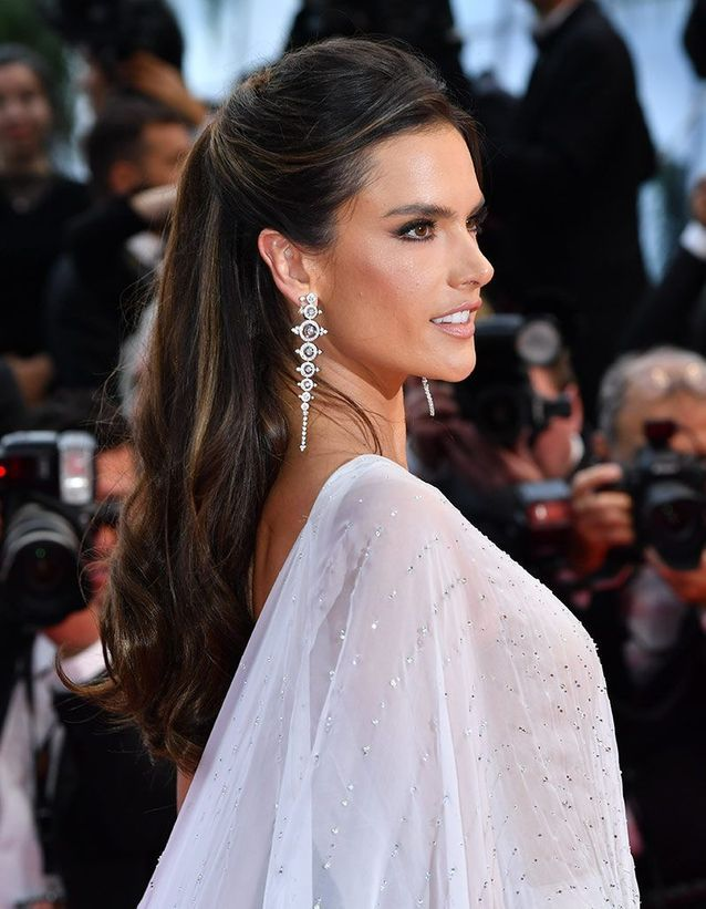La demi-queue d'Alessandra Ambrosio à Cannes