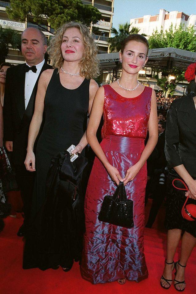 Première montée des marches de Penelope Cruz avec une robe à sequin en 1999