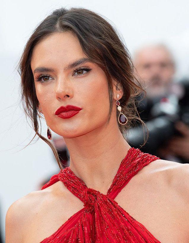 La bouche rouge d'Alessandra Ambrosio à Cannes