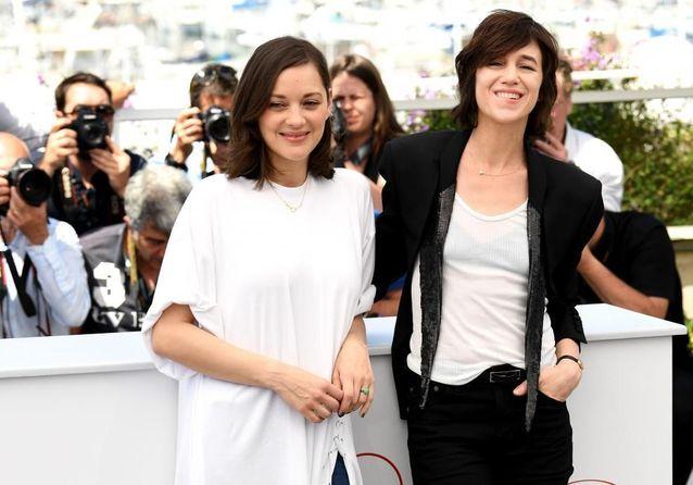 Cannes 2017 : Marion Cotillard et Charlotte Gainsbourg présentent « Les Fantômes d'Ismaël » d'Arnaud Desplechin