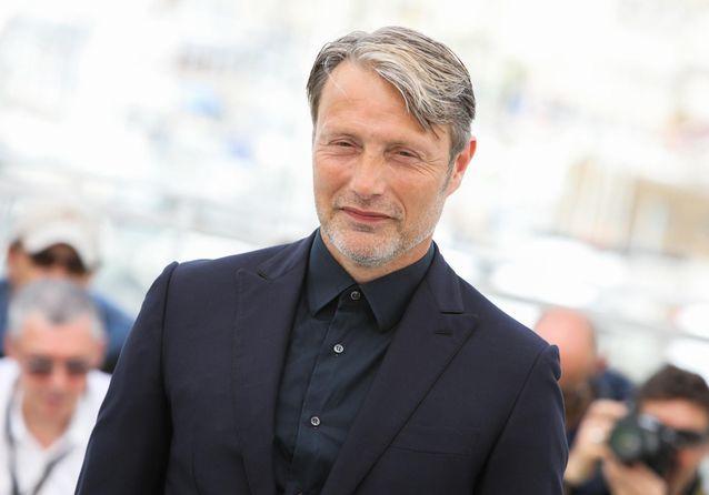 Cannes 2018 : Mads Mikkelsen, ultra élégant pour présenter son nouveau film
