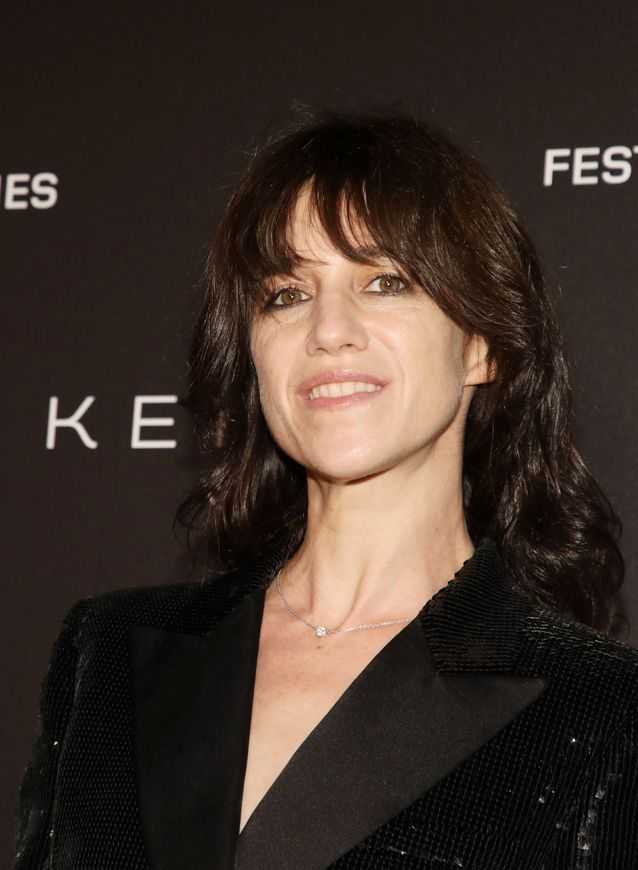 Charlotte Gainsbourg en Saint Laurent by Anthony Vaccarello
