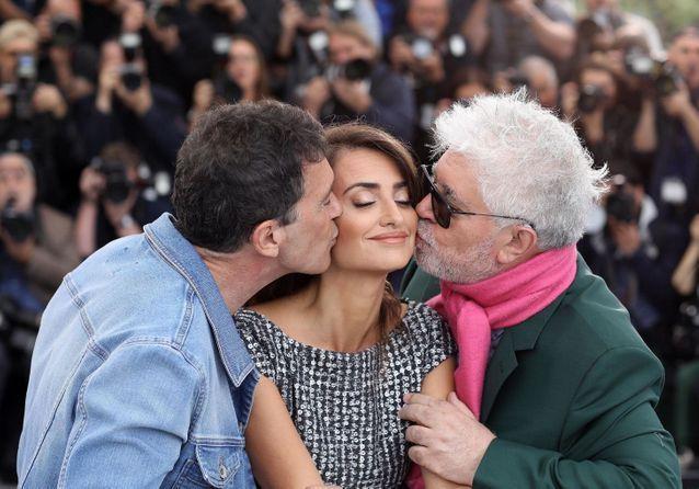 """Cannes 2019 : Penélope Cruz, Antonio Banderas et Pedro Almodovar en famille pour """"Douleur et Gloire"""""""