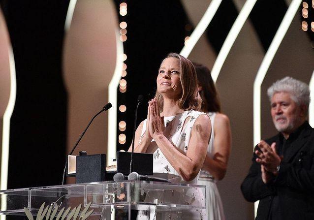 Cannes 2021: Jodie Foster, discours ému et baiser volé avec sa femme à la cérémonie d'ouverture