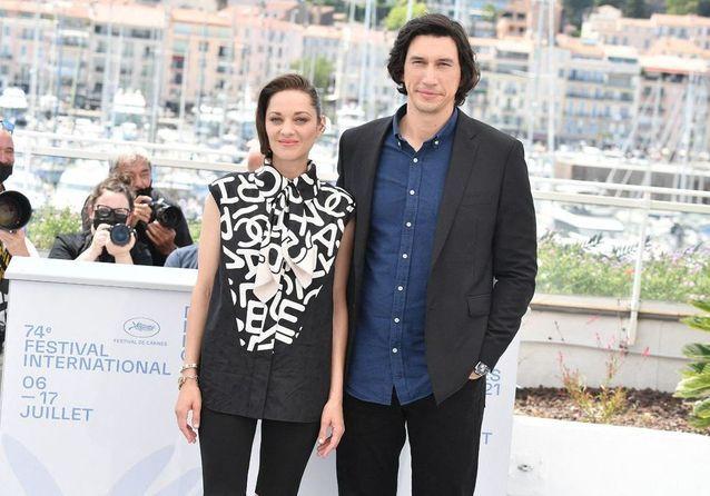 Cannes 2021 : Marion Cotillard et Adam Driver illuminent la Croisette avant la montée des marches