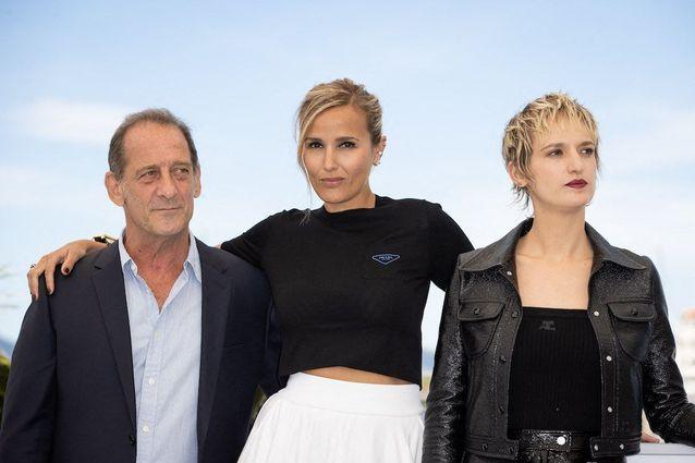 Vincent Lindon, Julia Ducournau et Agathe Rousselle lors du photocall de Titane