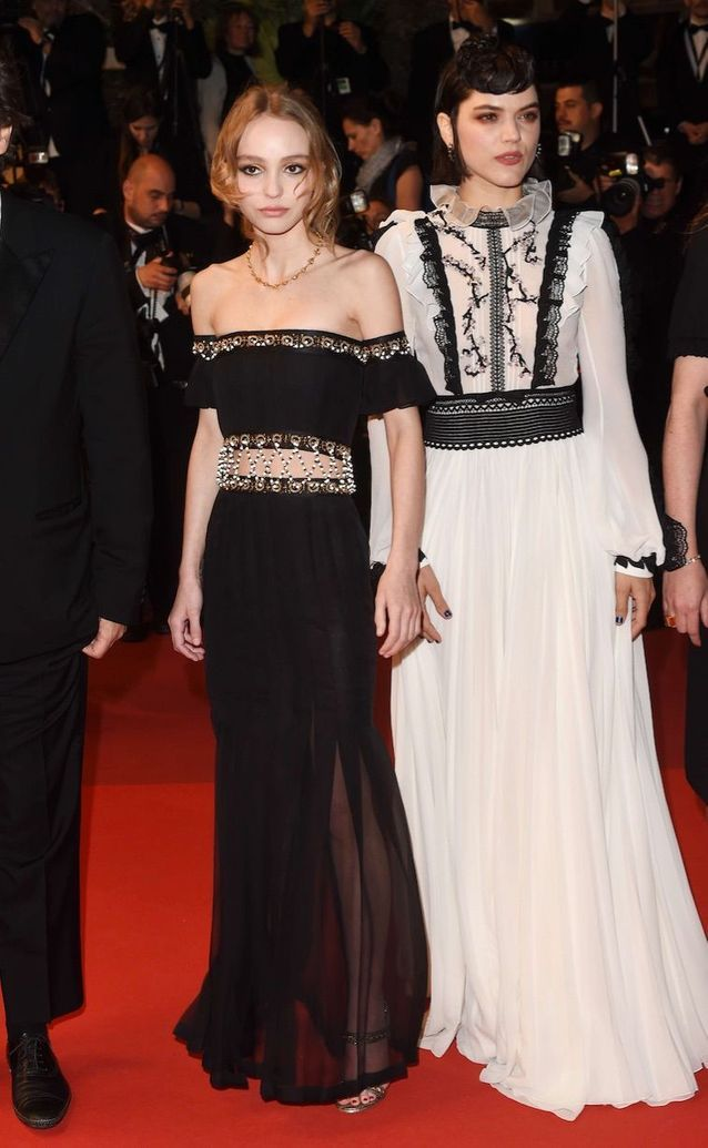 Lily-Rose Depp en Chanel et Soko