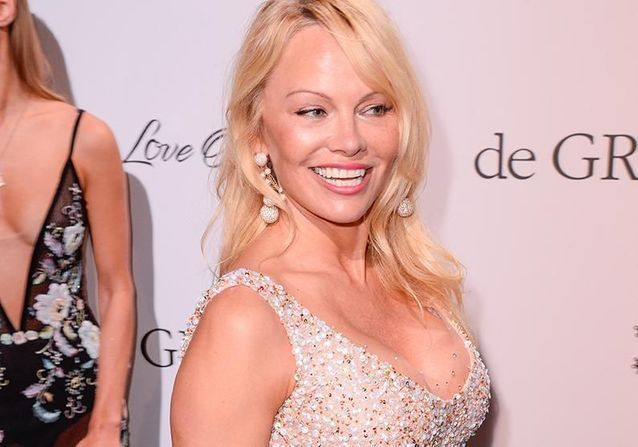 Cannes 2017 : Pamela Anderson cultive son look naturel à la soirée DeGrisogono
