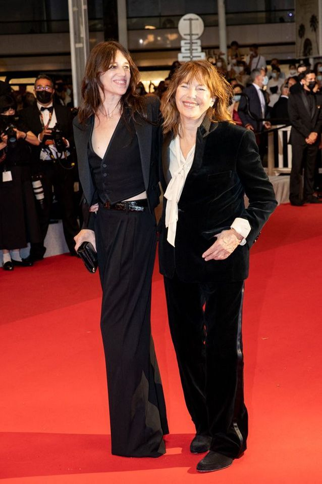 Charlotte Gainsbourg en Saint Laurent by Anthony Vaccarello et Jane Birkin en CELINE by Hedi Slimane