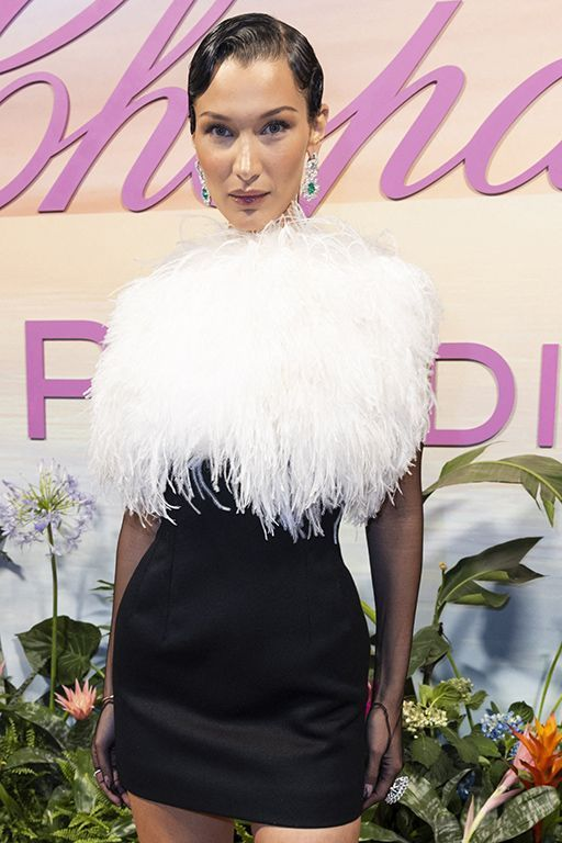 Bella Hadid en robe Lanvin et bijoux Chopard