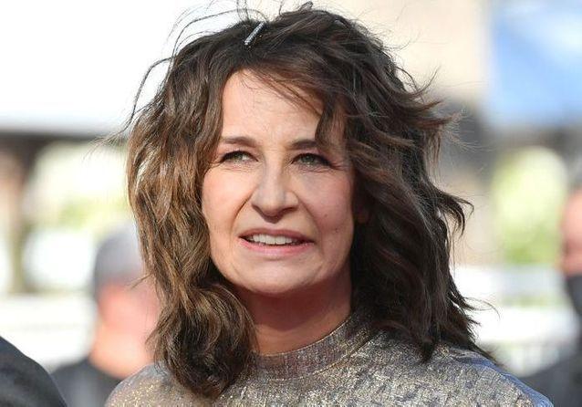 Cannes 2021 : Valérie Lemercier foule le tapis rouge pour « Aline »