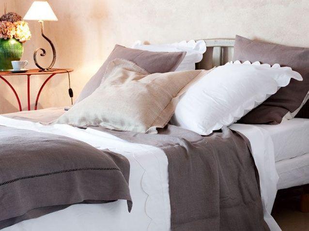 Linge de lit en lin et matières naturelles
