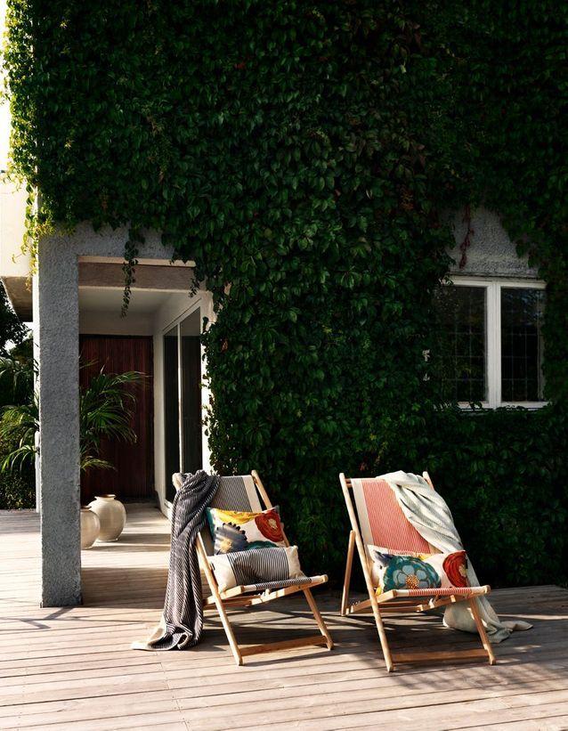 Installez des bains de soleil dans le jardin