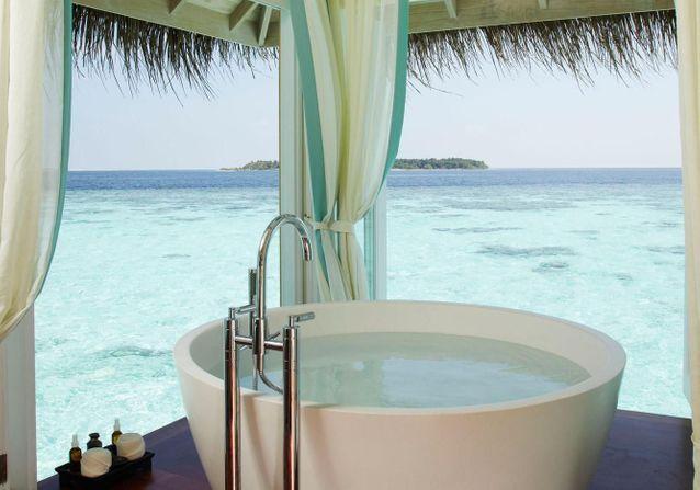 15 sublimes douches et baignoires d'extérieur pour s'évader