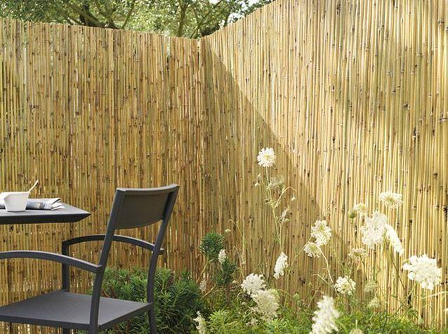Pare-vue et brise-vent protègent le jardin - Elle Décoration