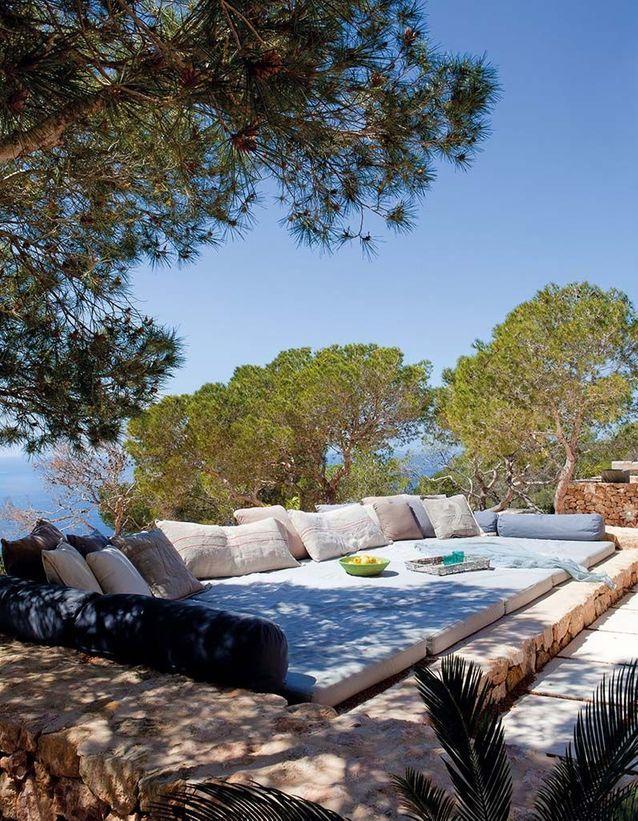 Coin sieste dans le jardin via un lit XXL de rêve