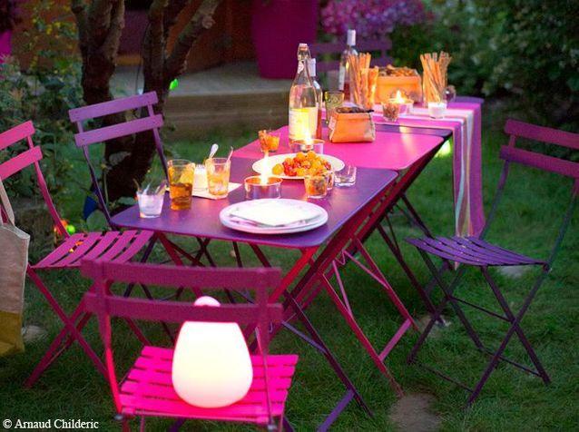 Petites tables de jardin rose