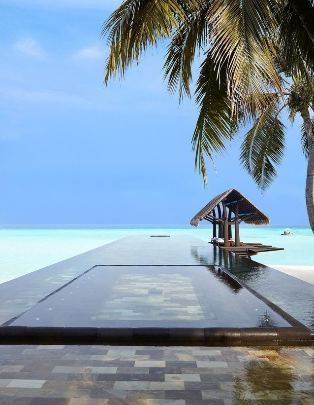 La piscine de l'hôtel One & Only Reethi Resort aux Maldives