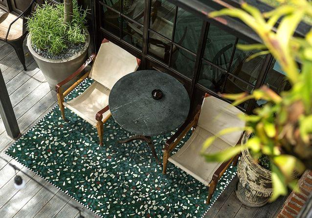Un tapis d'extérieur pour un coin outdoor super cosy