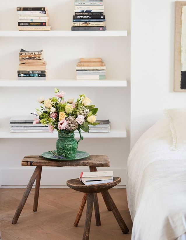 Ranger les livres lus qui s'entassent sur la table de chevet