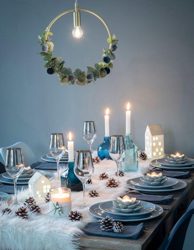 L'idée qu'on pique à la collection Noël Maisons du Monde : assumer le chemin de table en fausse fourrure blanche