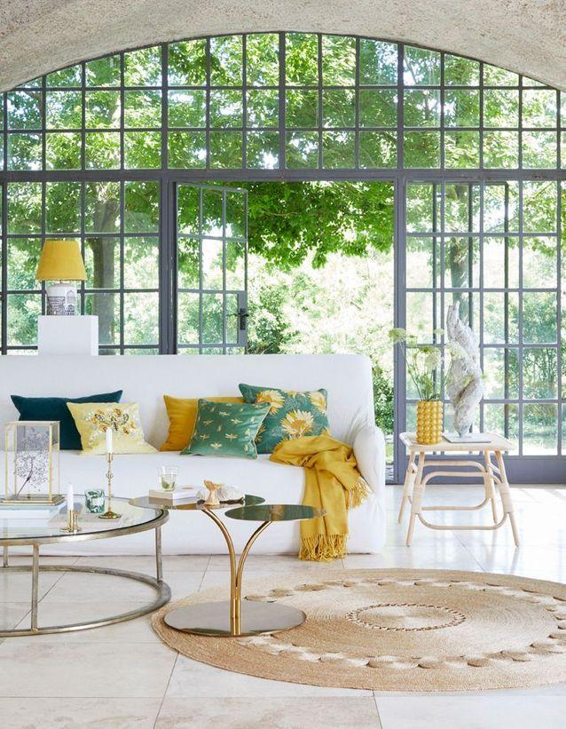 Un salon à la décoration solaire pour le printemps