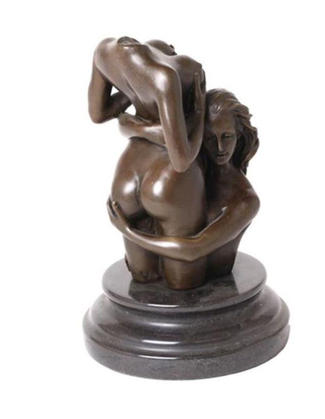 Une statue érotique