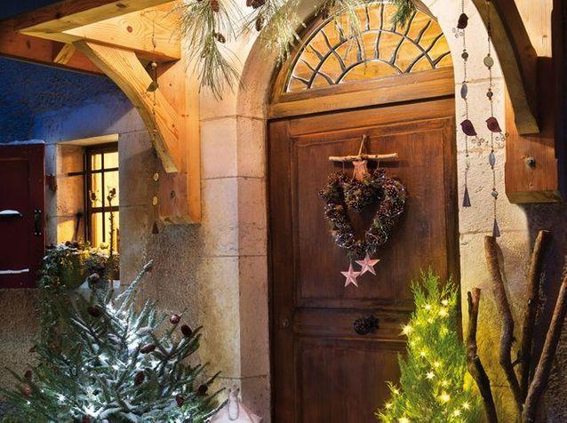 Noël : on n'oublie pas de décorer sa porte !