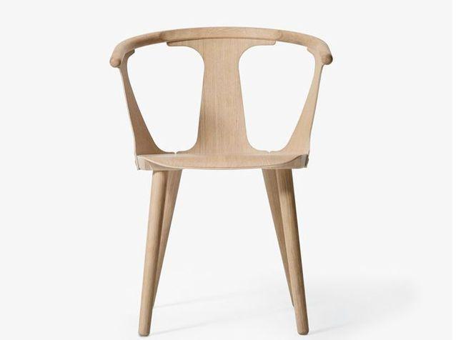 Une chaise en bois au look minimaliste