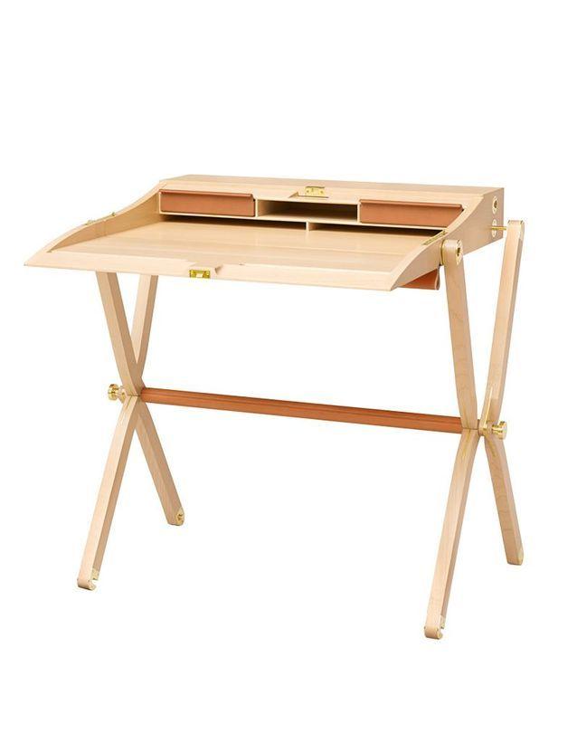 Un bureau en cuir et érable