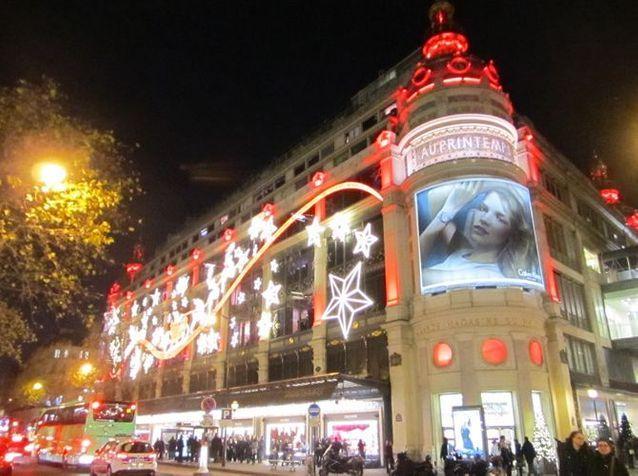 Les vitrines de Noël illuminent Paris !