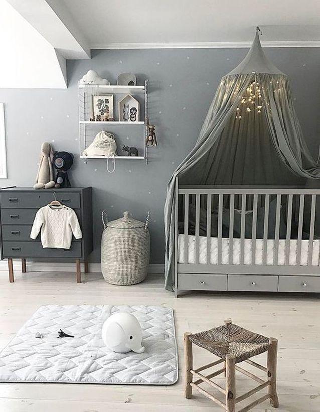 Une chambre de bébé grise