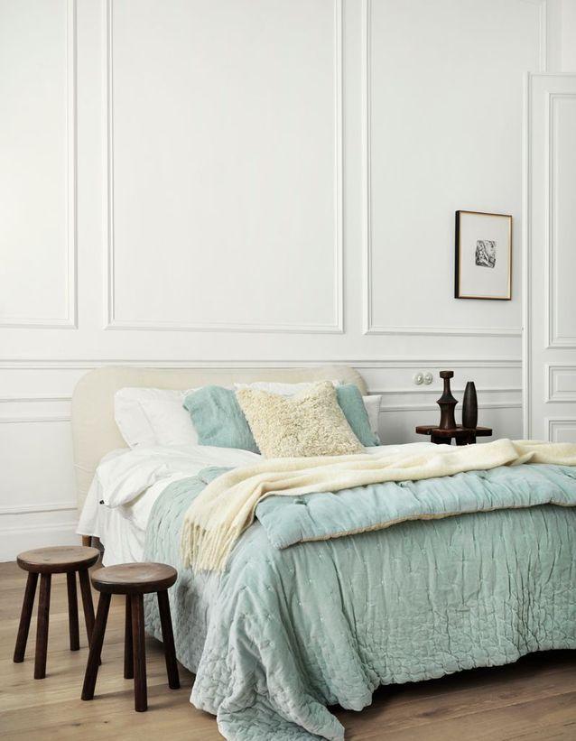 Une chambre blanche chaleureuse