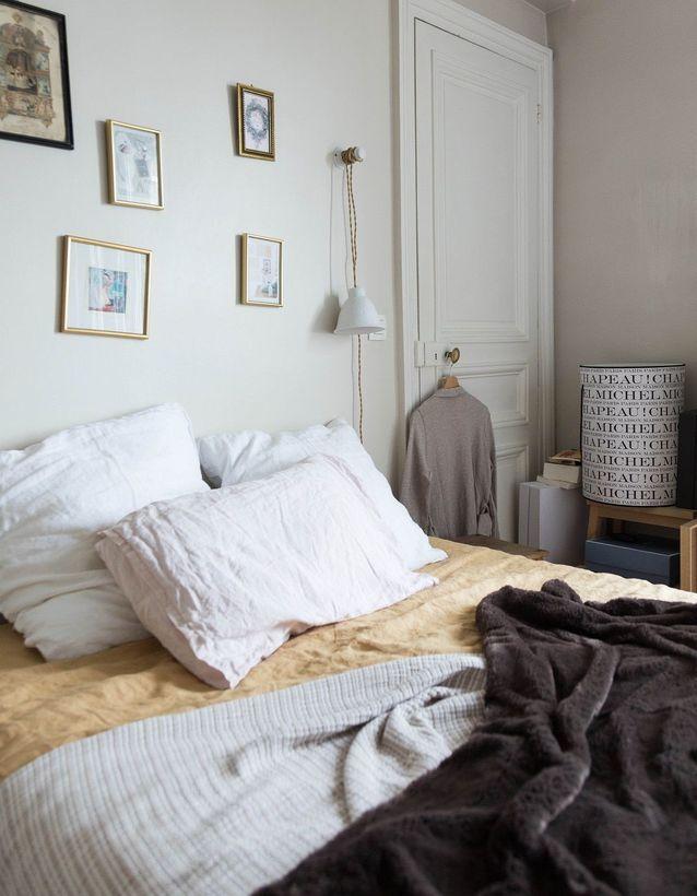 On encadre ses souvenirs pour créer une chambre cosy