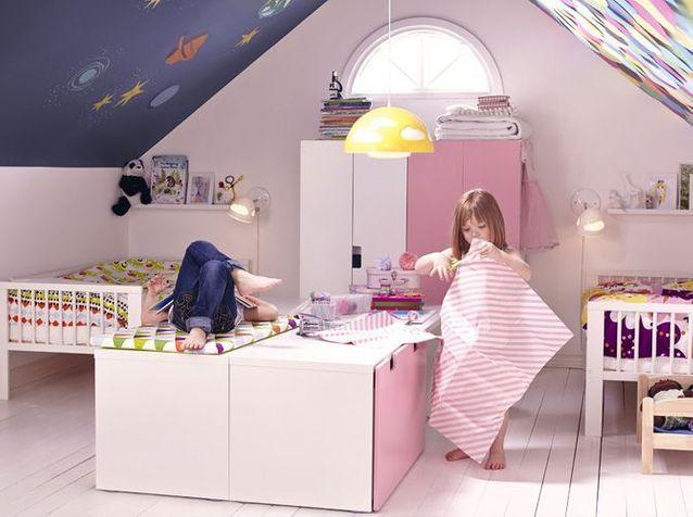 Chambre d'enfant mixte dans les combles